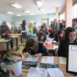 Кандидат-гимназисти присъстваха на открит урок по конструиране, моделиране и технология на облекло от текстил в НПГ